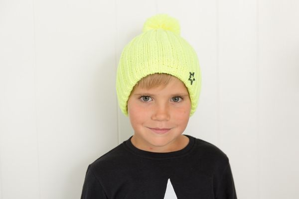 Cap with pompom, bright yellow