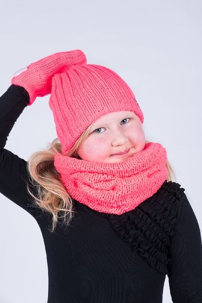 Cap with pompom, bright pink